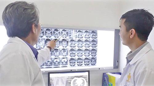 Dựa trên gợi ý của hệ thống trí tuệ nhân tạo, các bác sĩ là người cuối cùng đưa ra phương án điều trị cho bệnh nhân.