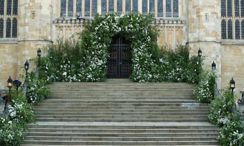 Cổng vào phía tây của nhà nguyện St George, nơi cô dâu Meghan Markle bước vào. Ảnh: PA.