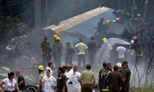 Hiện trường máy bay rơi ở Cuba. Ảnh:AP.