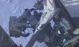 Sắp ghi hình, phi hành gia NASA phát hiện quên thẻ nhớ ở Trái Đất