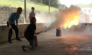 Trẻ em Hà Nội học dập lửa, đu dây thoát hiểm trong đám cháy