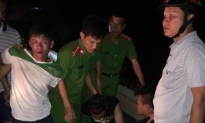 Băng cướp lao từ lùm cây ra quốc lộ, dí kiếm vào tài xế