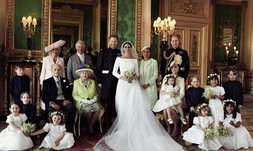 Vợ chồng Hoàng tử Harry bên các thành viên trong gia đình. Ảnh: Kensington Palace.