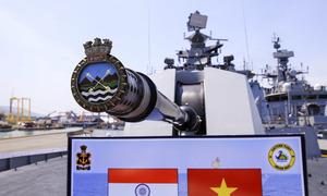Khí tài hiện đại trên ba tàu Hải quân Ấn Độ đến Đà Nẵng