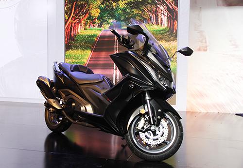 Kymco AK550, maxi scooter giá 375 triệu đồngra mắt tại TP. HCM ngày 19/5.