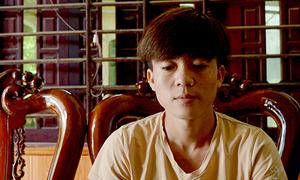 Chàng trai mình trần cứu sáu du khách lật thuyền ở Phong Nha