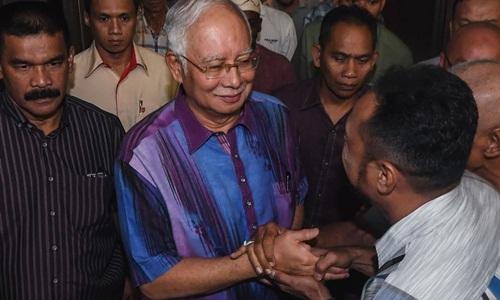 Cựu thủ tướng Malaysia Najib Razak gặp gỡ những người ủng hộ ở quê nhà Pahang. Ảnh: Reuters.