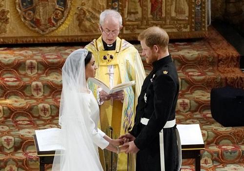 Harry và Meghan liên tục nắm tay trong suốt buổi lễ. Ảnh: AFP.