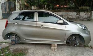 Xe Kia Morning bị tháo trộm hai bánh trong đêm