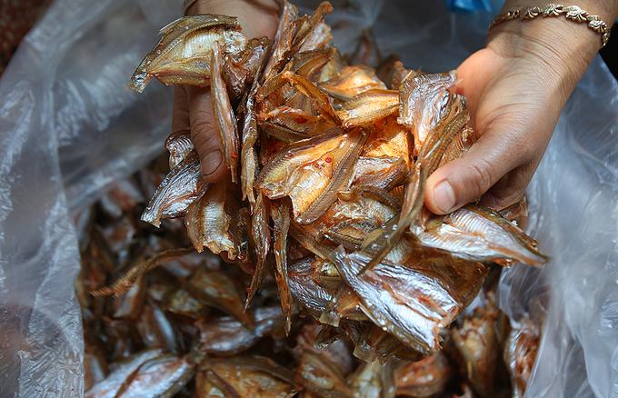 Đặc sản tép dầu khô lòng hồ thủy điện Sơn La
