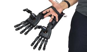 Bộ phận giả giúp người dùng 'mọc' thêm hai bàn tay