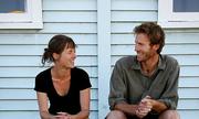 Cặp vợ chồng New Zealand ủ chất thải, chế phân bón cho cây