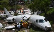 Máy bay gãy đôi ở Honduras