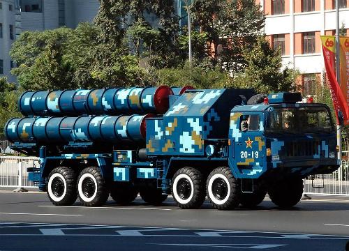 Hệ thống HQ-9 trong cuộc duyệt binh tại Bắc Kinh năm 2009. Ảnh: JK.
