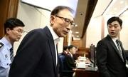 Cựu tổng thống Hàn Quốc Lee Myung-bak đeo số hiệu tù nhân, lần đầu hầu tòa