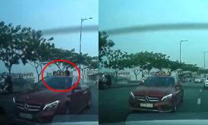 Để trẻ em thò đầu khỏi cửa sổ trời ôtô có phạm luật?