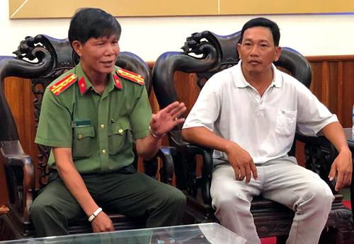 Công an tỉnh Quảng Ngãi đối thoại với gia đình nạn nhân bị đánh chấn thương sọ não. Ảnh: Phạm Linh.