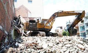 Sập nhà hai tầng đang tháo dỡ ở TP HCM, một người tử vong