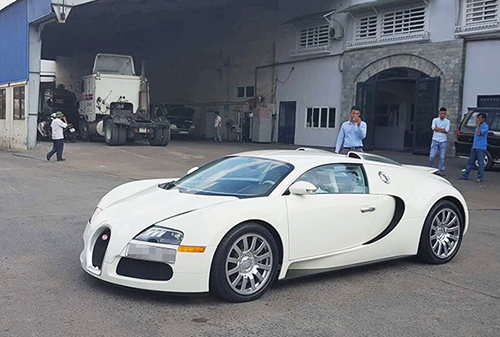Siêu xe Bugatti Veyron với màu áo trắng toàn thân độc nhất Việt Nam có chủ mới.