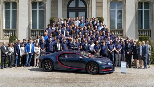 Siêu xe Chiron thứ 100 đã xuất xưởng, còn 400 xe nữa tiếp tục được sản xuất. Ảnh: Motor1.