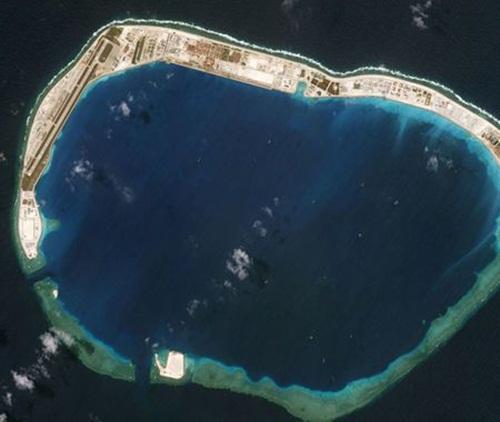 Ảnh chụp từ vệ tinh đá Vành Khăn ngày 20/3/2018. Ảnh: Reuters.