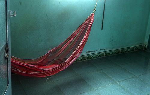 Nữ sinh lớp 9 cho rằng bị phó công an xã sàm sỡ khi em đang nằm võng trong nhà. Ảnh: Vĩnh Nam