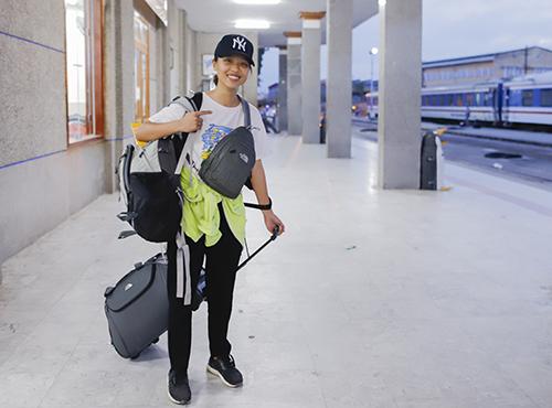 Trần Phương Linh cho biết rất vui khi được góp phần công sức nhỏ bé giúp mọi người đi cùng khi tàu bị nạn. Ảnh: Nguyễn Đông.