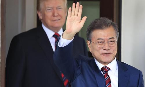 Tổng thống Hàn Quốc Moon Jae-in (phải) đếnNhà Trắng vàongày 21/5 trong nỗ lực xúc tiến cuộc gặp thượng định giữa Tổng thống Mỹ và lãnh đạo Triều Tiên. Ảnh: Reuters.