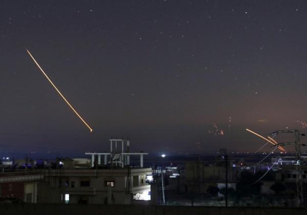 Tên lửa trên bầu trời Daraa hôm 10/5. Ảnh: