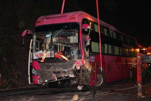 May mắn, vụ tai nạn chỉ làm 4 người bị thương. Ảnh: Võ Thạnh