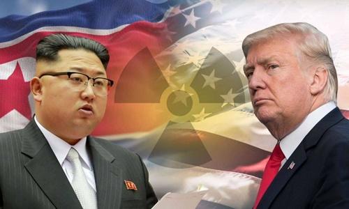 Tổng thống Mỹ Donald Trump (phải) và lãnh đạo Triều Tiên Kim Jong-un. Ảnh: Sky News.