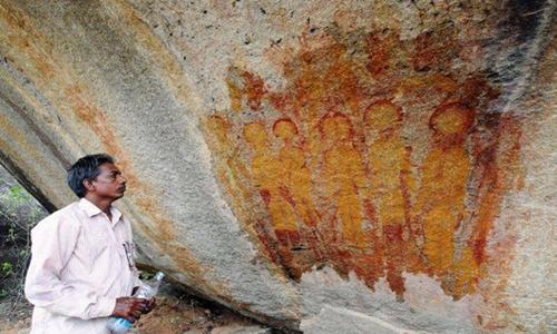 Một trong những bức tranh được vẽ trên các hang động ở Charama, Ấn Độ. Ảnh: Amit Bhardwaj.