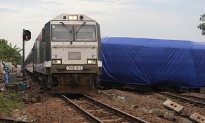 Đường sắt thông tuyến sau tai nạn tàu hàng đấu đầu