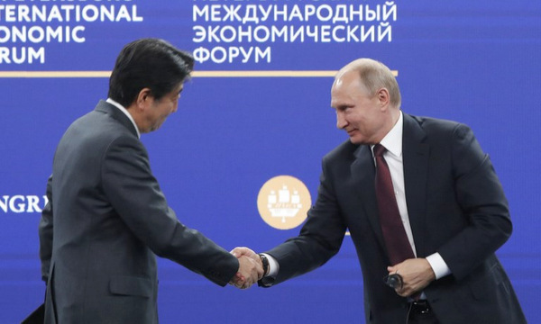 Putin-Abe-4985-1527378101.jpg