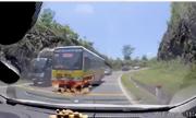 Xe buýt lấn làn, vượt nguy hiểm ở khúc cua