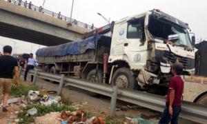 Ôtô tải đâm xe khách trên cao tốc, 2 người tử vong