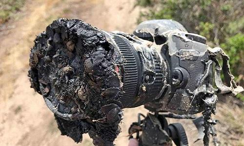 Chiếc máy ảnh đắt giá bị nung chảy của Bill Ingalls. Ảnh: NASA.