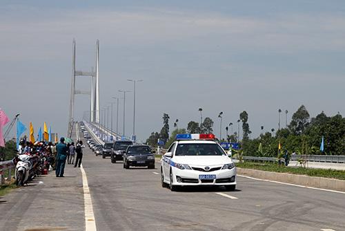 Khi cầu Cao Lãnh và tuyến nối Cầu Cao Lãnh - cầu Vàm Cống được đưa vào sử dụng sẽ rút ngắn khoảng cách và tiết kiệm nhiều thời gian cho các phương tiện lưu thông từ Kiên Giang, An Giang, Đồng Tháp về TP HCM. Ảnh: An Phú