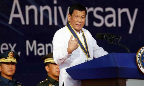 Tổng thống Philippines Rodrigo Duterte phát biểu tại lễ kỷ niệm 120 năm ngày thành lập hải quân nước này hôm 22/5. Ảnh: AP.