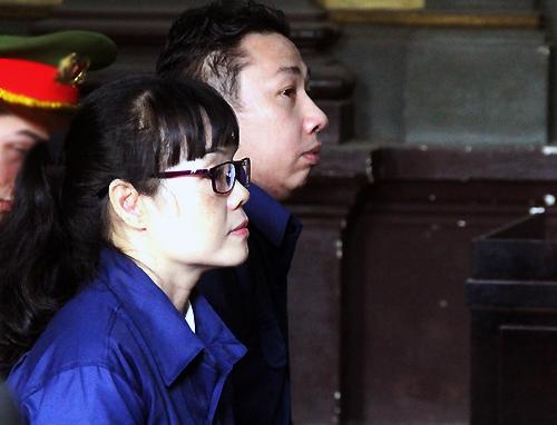 Huyền Như và Tuấn tại tòa hôm nay. Ảnh: Hải Duyên.