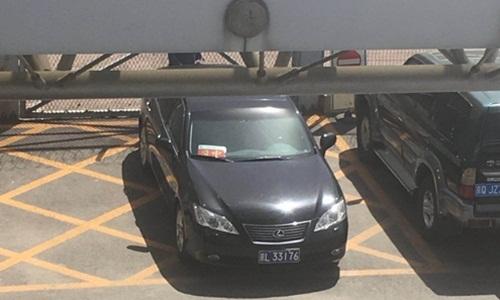 Một chiếc xe của đại sứ quán Triều Tiên xuất hiện tại sân bay Bắc Kinh, Trung Quốc hôm nay. Ảnh: Yonhap.