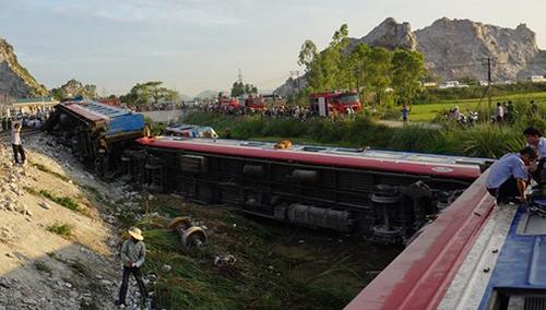 Hiện trường vụ tai nạn ở Thanh Hóa tàu hỏa tông xe ben. Ảnh: Lê Hoàng