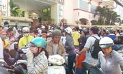 Hàng trăm phụ huynh Sài Gòn đưa con đi thi xếp lớp học thêm