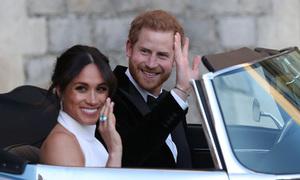 Meghan Markle mở cửa xe cho Hoàng tử Harry gây sốt