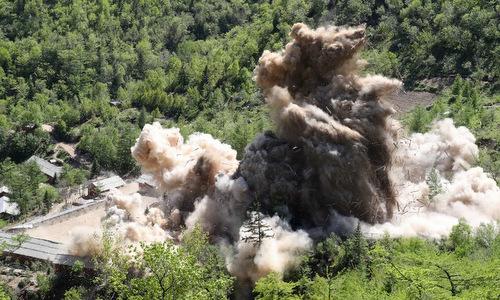 Các công trình tại bãi thử Punggye-ri bị phá hủy hôm 24/5. Ảnh: AFP.