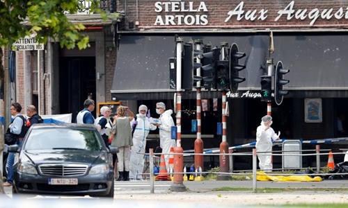 Cảnh sát và chuyên gia pháp chứng có mặt tại hiện trường vụ bắn súng tại thành phố Liege ngày 29/5. Ảnh: Reuters.