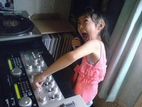 Nữ DJ tương lai.