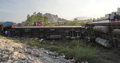 Hiện trường vụ tai nạn tàu SE19 hôm 24/5. Ảnh: Lê Hoàng.