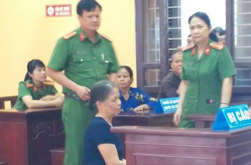 Bị cáo Xuân tại phiên xử sơ thẩm. Ảnh:Lam Sơn.