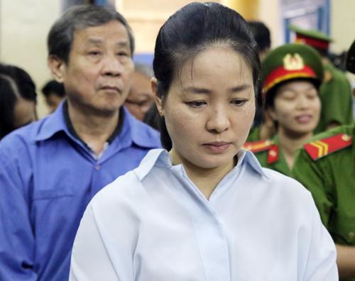 Bị cáo Ngô Kim Huệ, một trong những người cháu được bà Phấn đưa vào làm lãnh đạo của Đại Tín. Ảnh: Kỳ Hoa.